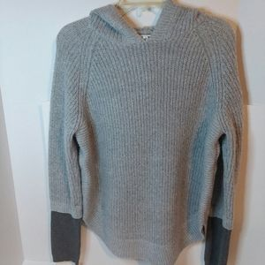 WOMENS MAURICES HOODED VNECK SWEATER MEDIUM
